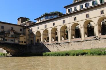 Il corridoio Vasariano ed il collegamento a Ponte Vecchio